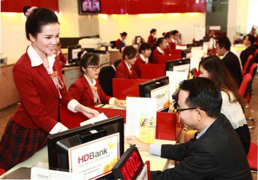 Bank teller đang là một trong những nghề nhận được sự quan tâm của nhiều bạn trẻ