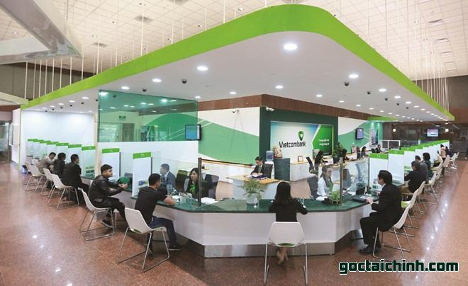 Đến trực tiếp ngân hàng Vietcombank để giải quyết lãi suất nợ quá hạn