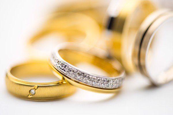Vàng trắng và vàng ta loại nào đắt hơn?