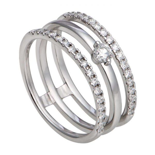 Hầu hết các nhẫn đều là từ vàng trắng 14k