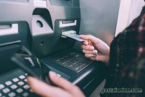 thẻ master card có rút tiền được không